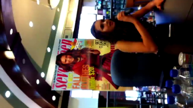 Видеоклип Nina Dobrev at the Seventeen Magazine Cover Signing
