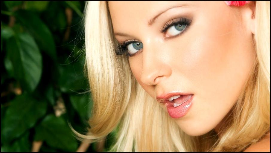 Красотка блонда именно